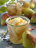 Preserved pears with vanilla