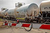 Chemical rail tank car