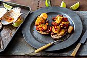 Sodabrot mit Jakobsmuscheln, Chorizo, Chili und Limette