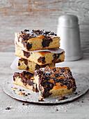 Caramel-chocolate crispy cake from the tray