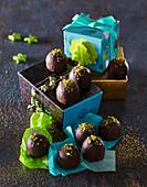 Marchpane balls with pistachios