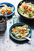 Linsen-Spitzkohl-Salat mit Grill-Aprikosen und Senf-Dressing