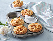 Muffins with apricot and almond crumble