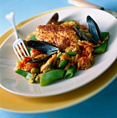 Chicken pilaf with mussels and saffron rice