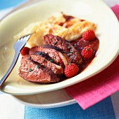 Fillets of duck breast with raspberries