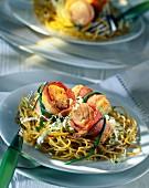 Larded salmon paupiette with noodles