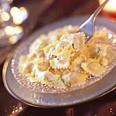 Salmon raviolis with tarragon cream