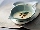 Cream of jerusalem artichokes with ceps