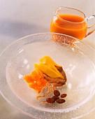 Gratiniertes Pfirsichkompott mit Teecreme und Rosinen