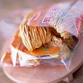 Geöffnete Packung mit chinesischen Nudeln