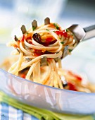 Linguine pasta with peppery mussels
