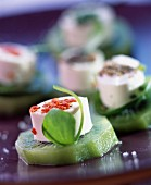 Fresh goat's cheese and kiwi appetizers