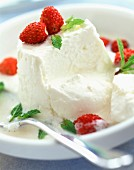 Faisselle cheese with wild strawberries and mint