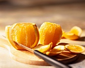 Peeling and slicing oranges