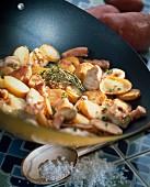 Kartoffel-Hähnchen-Pfanne mit Speckwürfeln