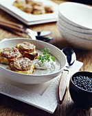 Linsencremesuppe mit Speck und knuspriger Andouillette-Kaldaunenwurst