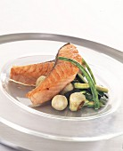 Salmon with vegetables in oil