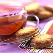 Mürbteigplätzchen mit Zitronenfüllung zum Tee