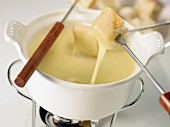 Cheese fondue (topic: fondues)