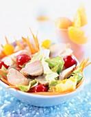 Salat mit Kirschtomaten und Kaninchen