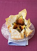 Papillote of figs in honey and grilled almonds