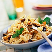 farfalle pasta with courgettes