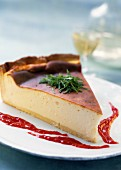 Fromage blanc cheese cake with raspberry coulis