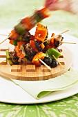 Tapenade pork and pepper brochettes