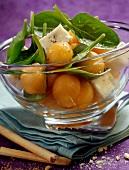 Melonensalat mit Babyspinat und Gorgonzola