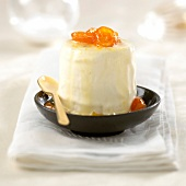 Weißes Schokoladenparfait mit Kumquats