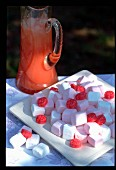 Marshmallows und Fruchtsaft