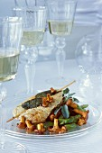 Saltimbocca vom Huhn mit Ackerbohnen und Pfifferlingen