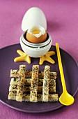 Weichgekochtes Ei mit Mohn-Brotstangen