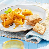 Pineapple with spices and ginger biscuits