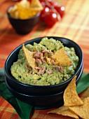 Guacamole with tuna fish and tortilla crisps