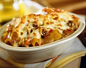 Rigatoni gratin with peppers and mushrooms