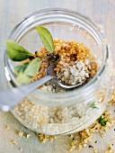 Aromatisiertes Salz im Glas