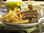 Ham, Emmental and cabbage wholemeal bread sandwich with chips