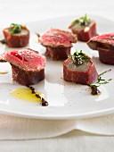 Chicoreeröllchen mit Rindfleisch im Rohschinkenmantel
