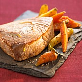 Fried tuna and a carrot medley with caraway