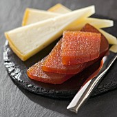 Quince jelly with Ossau-iraty sheep's cheese
