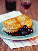 Goat's cheese pie with grapes