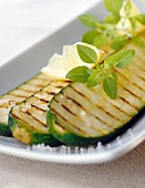 Grilled zucchinis with oil and lemon