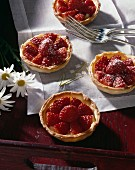 Shortcrust pastries with strawberries