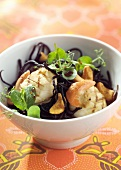 Scallops with seaweeds and oriental-style dressing