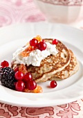 Blinis with cottage cheese and redcurrants