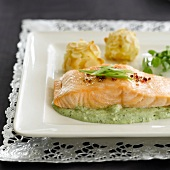 Salmon with pesto and broccoli
