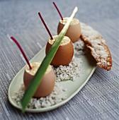 Ei mit Sahnepüree in der Eierschale