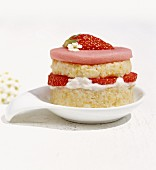 Strawberry tartlet with millet and marzipan