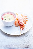 Shrimp skewers with yoghurt sauce